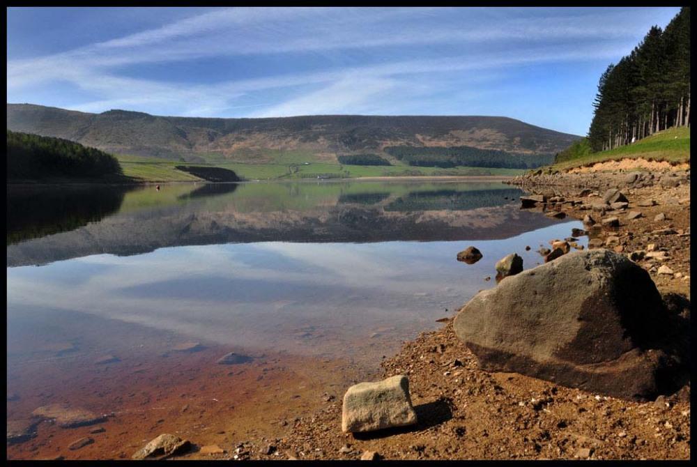 Dove Stones Reservoir Nikon D90, Nikkor 18-105mm at 18mm, 1/250 sec, f16, ISO 200