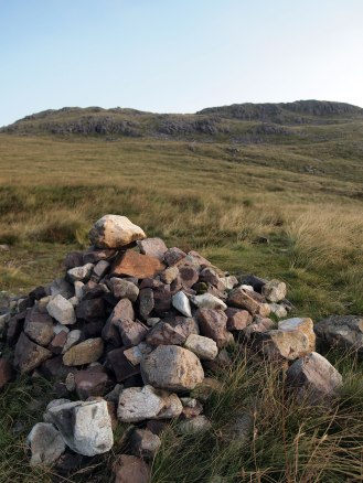 Path cairn to Crinke Crags