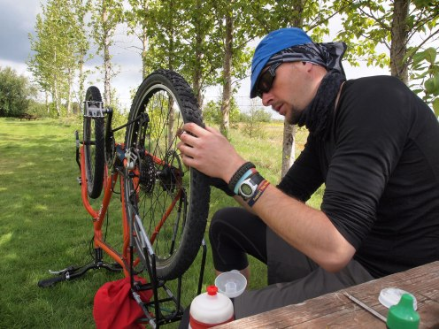 Fixing my rear wheel after the Kjolur