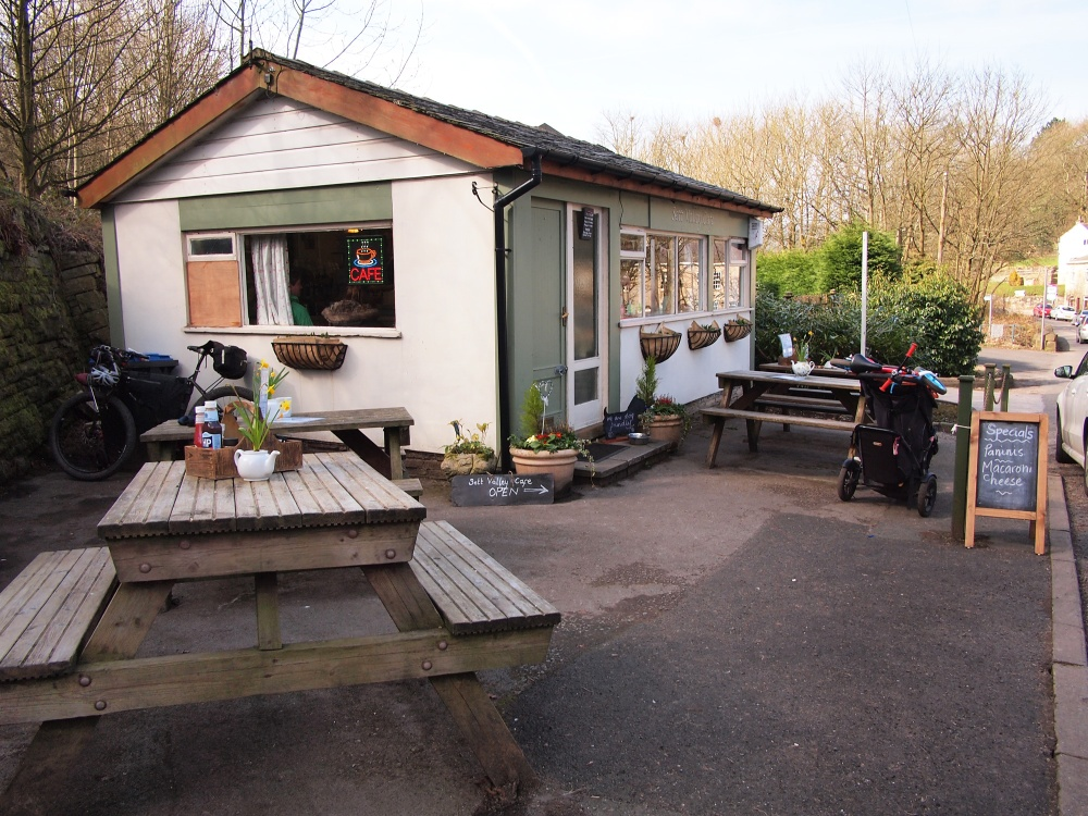 Sett Valley Cafe welcomes cyclists, even muddy ones!